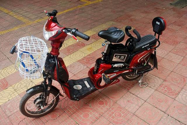 Menggunakan Sepeda Motor Listrik (Elektrik)? Lingkungan Akan Diuntungkan