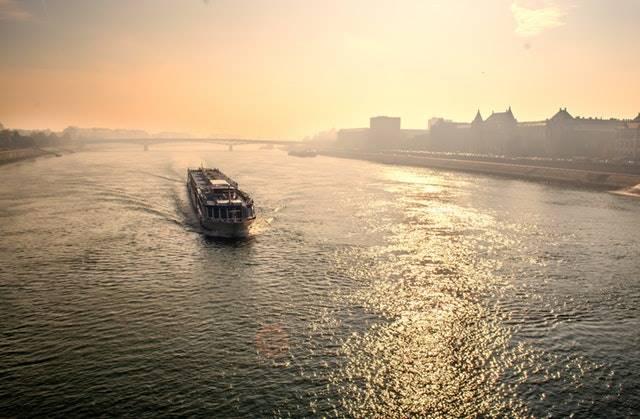10 Manfaat Laut Bagi Kehidupan Manusia - jalur transportasi