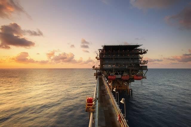 12 Manfaat Laut Bagi Kehidupan Manusia - sumber bahan tambang