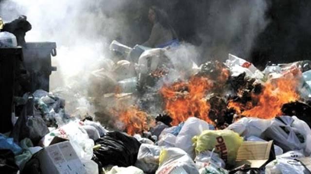 Membakar Sampah Plastik ? Jangan Deh! Berbahaya Ternyata
