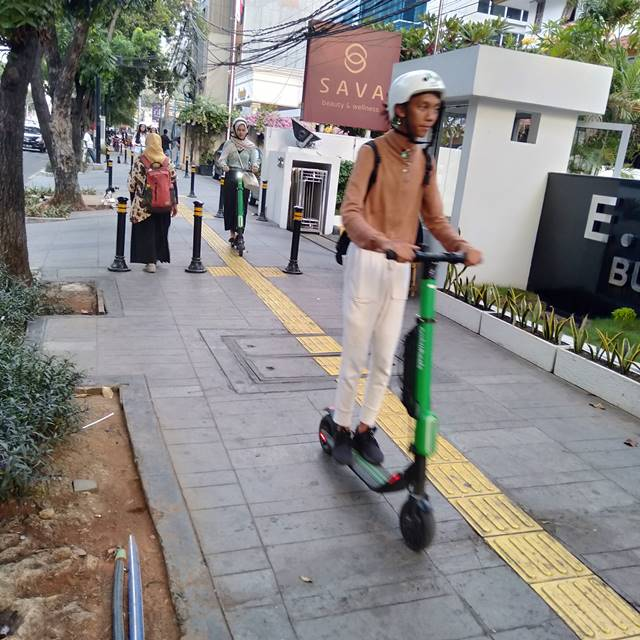 Grabwheels Layanan e-Scooter Tuk Yang Malas Jalan Kaki Tapi Mau Ramah Lingkungan 3